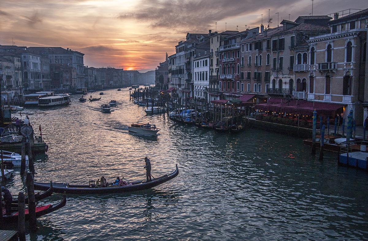 El sol, el canal y el Rialto