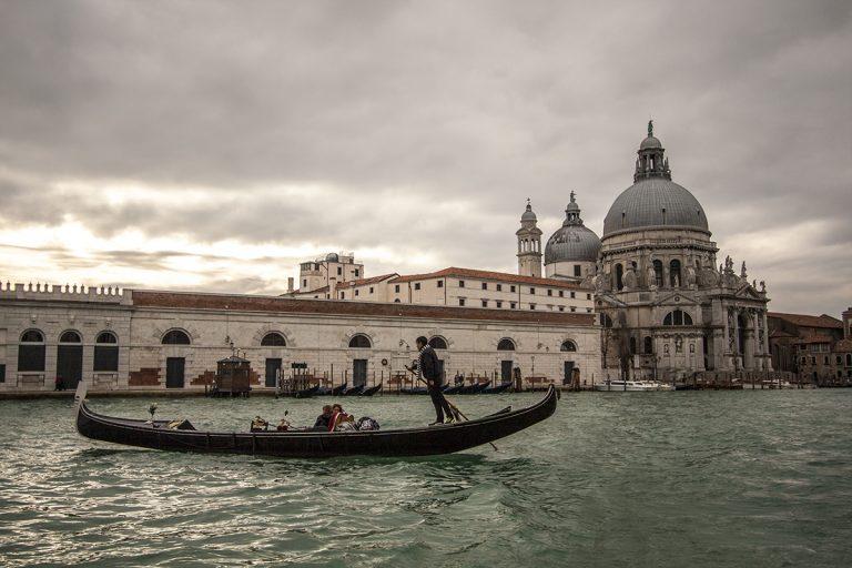 Navegando sobre el Gran Canal