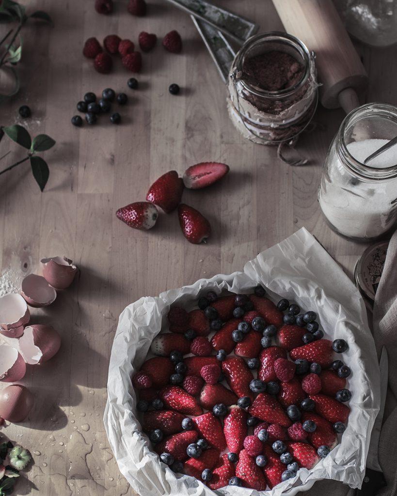 Preparación tarta frutos rojos