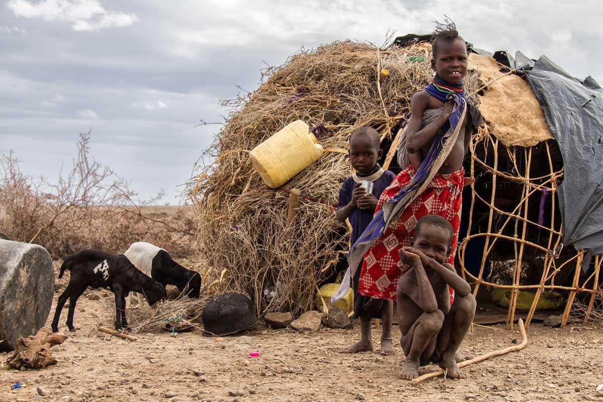 Familia de nómadas en Turkana