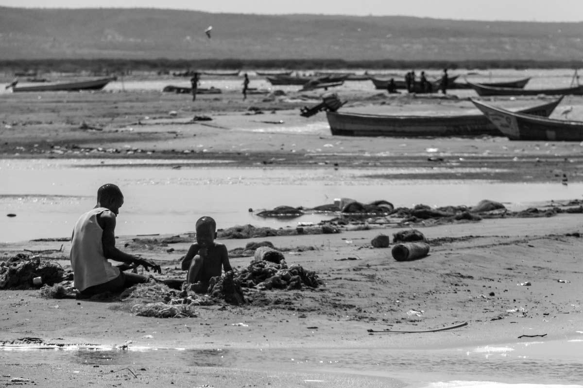 Lago Turkana redes y barcos