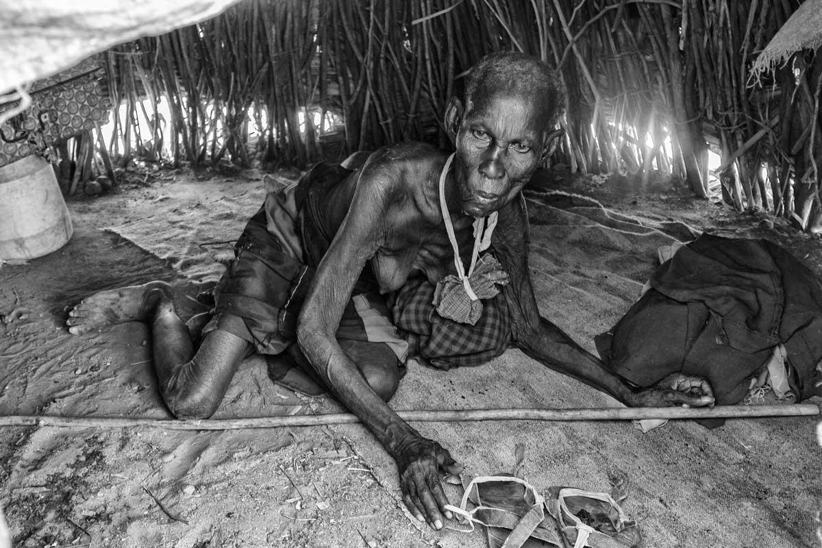 Mujer mayor en antiguo Todonyang