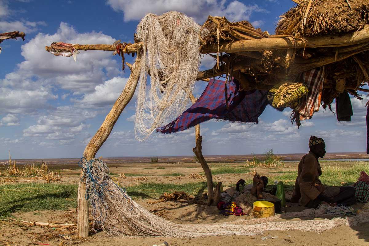 Pescador en la orilla del Lago Turkana