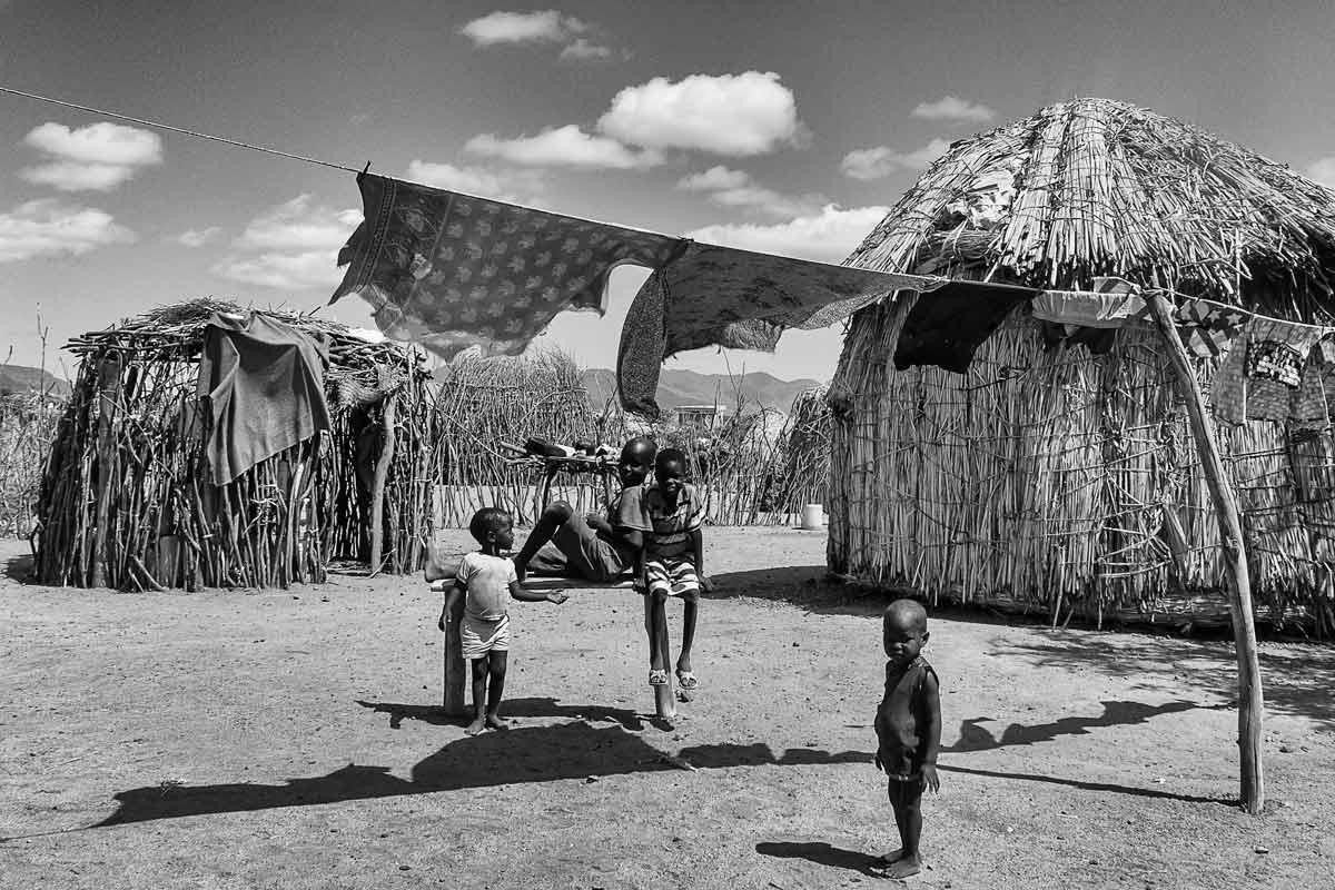 Niños en Lawarengak