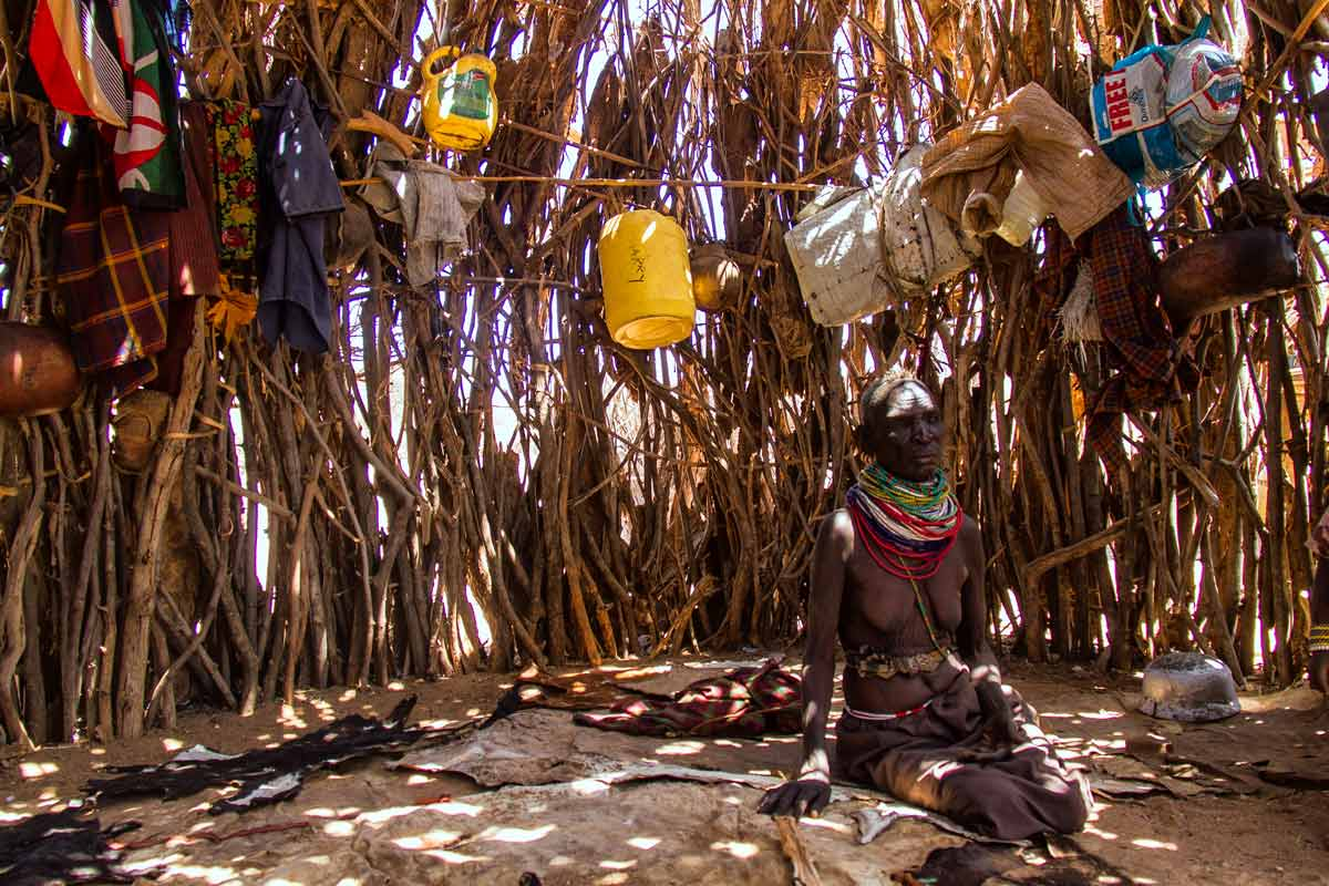 Abuela hambrienta en Turkana
