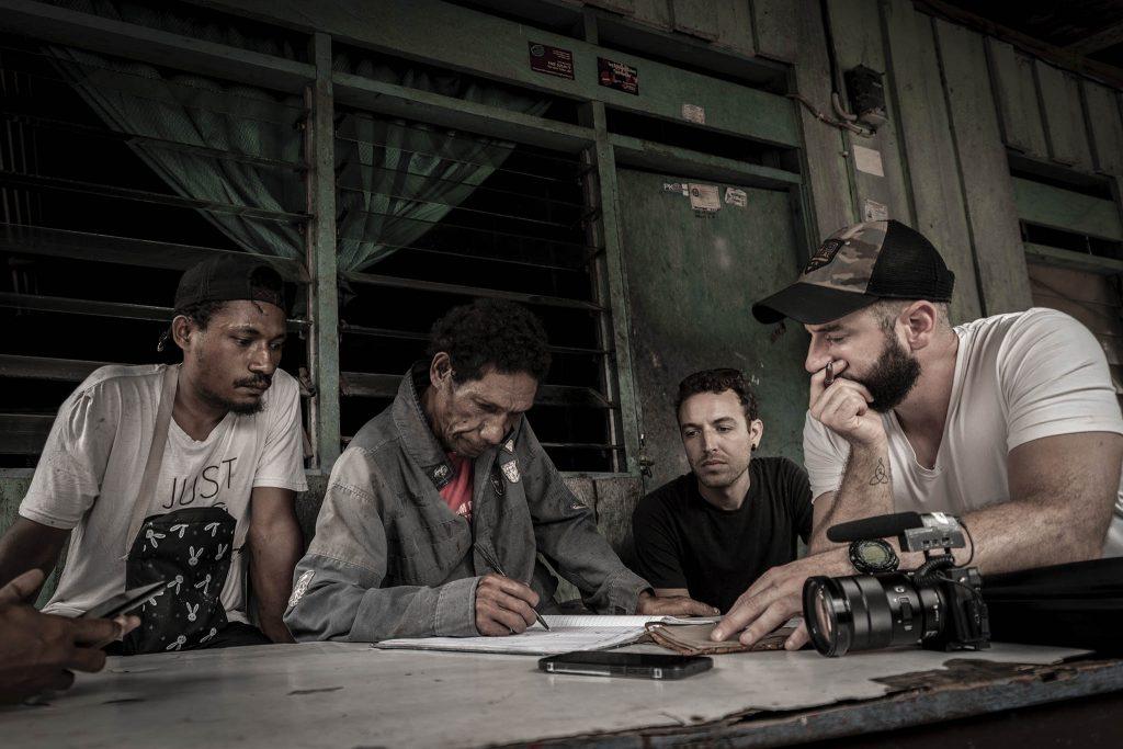 Equipo de expedición en Mosso Papua
