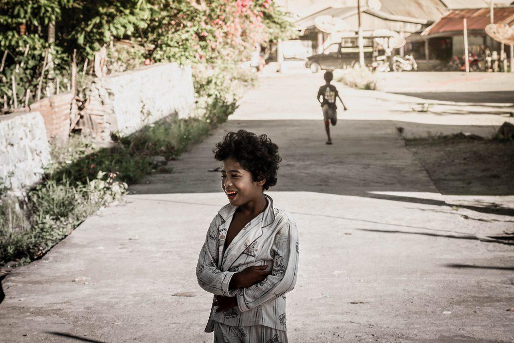 Niño en Papua precio de la novia