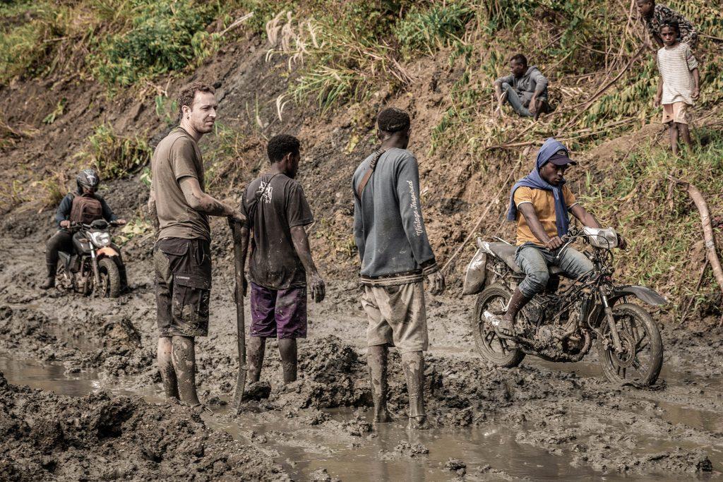 Pista embarrada en Papua