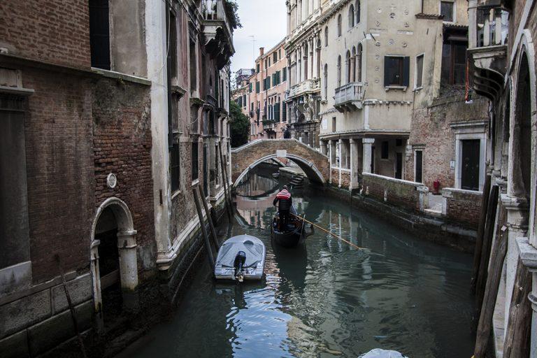 Gondolas y canales Venecia