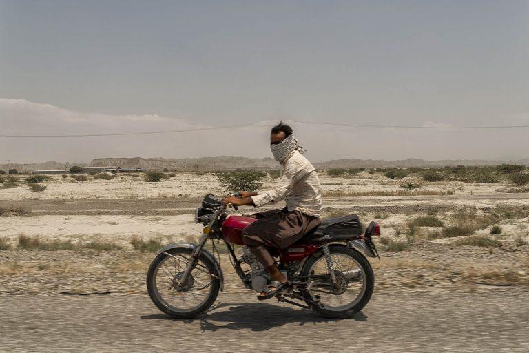 Motociclista en Hormozgan Iran