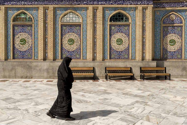 Mujer en Imamzadeh Saleh Iran